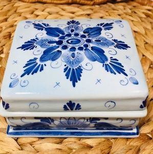 Rare, porcelain box.  Excellent condition.  Check